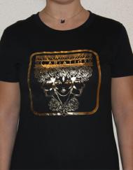 cariatide negra  190x243 - Camisetas Mujer